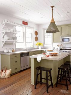 24 Simple Decor Ideas to Make Your Kitchen Cozier A cozy kitchen is everyone's dream, and making it happen is surprisingly effortless. Check out our list below on simple cozy kitchen décor. Cottage Kitchen Cabinets, Cottage Kitchens, Kitchen Cabinetry, Oak Cabinets, Corner Cabinets, Farmhouse Kitchens, Bathroom Cupboards, White Cabinets, Layout Design