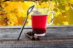 Za pripravo čajnega napitka za odvajanje vode iz telesa potrebujemo: žličko zdrobljene suhe zelo črne detelja  (Trifolium pratense)                                žličko zdrobljene suhe korenike japonskega dresnika  (Fallopia japonica)                            Priprava: V  3 dl vrele vode vsujemo žličko posušene zeli črne detljeje in žličko posušene zdrobljene korenike japonskega dresnika. Kuhamo 3 minute, precedimo , sladkamo z medom in popijemo, najbolje zvečer.