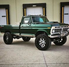 My next Ford will be a two-tone with this green. 1979 Ford Truck, Ford Pickup Trucks, Ford 4x4, 4x4 Trucks, Diesel Trucks, Cool Trucks, Chevy Trucks, Ultimate Spider Man, Chill Pill