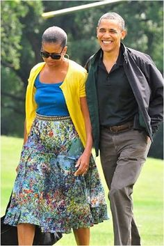 Returning to the White House from a weekend at Camp David. What: Skirt by Gregory Parkinson. Black Presidents, Greatest Presidents, American Presidents, Obama Daughter, Barrack And Michelle, Barack Obama Family, Michelle Obama Fashion, First Black President, Celebrity Couples