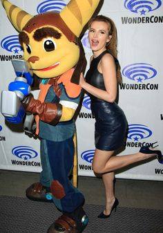 """Bella Thorne gamely poses with Ratchet to promote her latest animated film, """"Ratchet & Clank"""" at the 2016 in Los Angeles"""