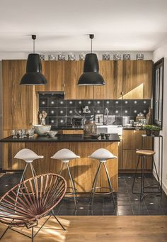today let's visit the showroom/house of Odile Baudry the owner of the French brand Secret Maison . Estilo Country, Anglepoise, Kitchen Hardware, Interior Decorating, Interior Design, Light Oak, Kitchen Flooring, Rustic Chic, Home Kitchens