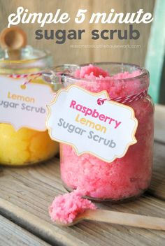 5 minute Simple Sugar Scrub Recipes with printable gift tags. DIY sugar scrub makes a great gift.
