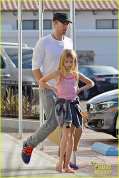 Chris Martin: Father-Daughter Day with Apple! | chris martin father daughter day with apple 12 - Photo