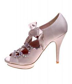 I am selling mine :( - brand new   Princess shoes (mollini)