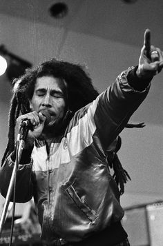 The greatness of a man is not in how much wealth he acquires, but in his integrity and ability to affect those around him positively - Bob Marley Bob Marley Lyrics, Reggae Bob Marley, Bob Marley Quotes, Reggae Rasta, Rasta Man, Reggae Music, Music Lyrics, Music Songs, Image Bob Marley