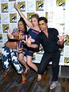 "Keke Palmer, Billie Catherine Lourd & John Stamos from The Big Picture: Today's Hot Pics  West side! The ""Scream Queens"" cast members shows us how to rock the red carpet at 2016 Comic-Con."