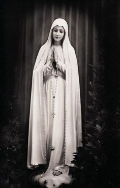 allaboutmary: A vintage postcard of Our Lady of Fatima. Jesus Mother, Blessed Mother Mary, Blessed Virgin Mary, Santa Maria, Maria Tattoo, Mother In Heaven, Jesus Mary And Joseph, Lady Of Fatima, Jesus Faith