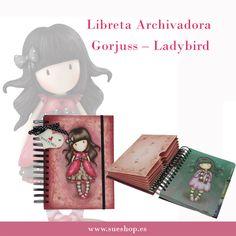 """¡¡Con la fabulosa Libreta Archivadora de nuestra adorable """"Ladybird"""" de Gorjuss podrás mantenerte totalmente organizada!!  Contiene 72 hojas rayadas, 72 páginas de cuadrícula y 72 páginas en blanco.  Con 3 secciones, un archivo de acordeón con 6 bolsillos y un cierre elástico para mantenerlo todo junto.  @sueshop_es #gorjuss #libreta #archivadora #ladybird #santoro #papeleria"""