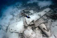 A plane crash site at deep sea - Imgur