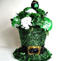 St. Patrick's Day table decoration, St. Patrick's Day Hat arrangement, Irish tinsel decoration, Leprechaun hat centerpiece, (SP30) by jandavis2 on Etsy https://www.etsy.com/listing/219844900/st-patricks-day-table-decoration-st