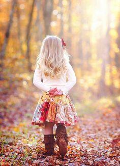 photo idea for Bayley.I heart fall photos! Kind Photo, Foto Portrait, Love You To Pieces, Jolie Photo, Poses, Children Photography, Fall Photography, Cute Kids, Adorable Babies