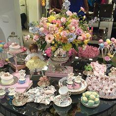 Bom dia! Relembrando a mesa linda no @atsandrobarros !!!  #maymacarons #macarons #boutiquedetreskids @boutiquede3kids #eventos #mini #sandrobarros #parceria #sandrobarrospetit #mesasdecoradas