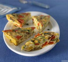 Rezept für Gemüse-Frittata bei Essen und Trinken. Ein Rezept für 4 Personen. Und weitere Rezepte in den Kategorien Eier, Gemüse, Käseprodukte, Milch + Milchprodukte, Hauptspeise, Beilage, Party, Kinderrezepte, Pikante Kuchen / Pizza, Backen, Dünsten, Einfach, Schnell, Vegetarisch.