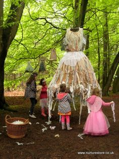 Forest school activities to bring story telling to life ourdoors Play Based Learning, Learning Spaces, Learning Through Play, Outdoor Education, Outdoor Learning, Outdoor Play, Outdoor School, Outdoor Classroom, Forest School Activities