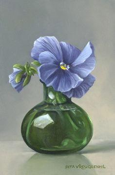 Stilleven met blauwe viooltjes in groen flesje, 15 x10 cm, olieverf op paneel.