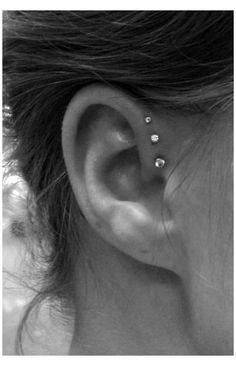 Daith Piercing, Piercing Helix Avant, Triple Forward Helix Piercing, Piercing Face, Pretty Ear Piercings, Ear Peircings, Smiley Piercing, Multiple Ear Piercings, Piercing Tattoo