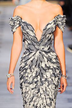 zac posen   The most flattering combo of pattern placement and gown cut