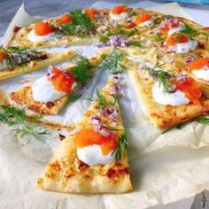 Den bästa liggepizzan med Västerbottens ost (Linda & # s Dining Cabin) Veggie Recipes, Snack Recipes, Cooking Recipes, Snacks, I Love Food, Good Food, Yummy Food, Healthy Recepies, Healthy Food