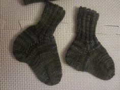 Homemaking Through the Church Year: Knitted FO: baby socks! (and a hat)