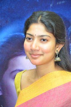 Karu Movie Audio Launch Stills Hollywood Actress Name List, Most Beautiful Hollywood Actress, Beautiful Indian Actress, Hollywood Actresses, Indian Actresses, Actors & Actresses, All Actress Name, Red Carpet Dresses 2016, Tanushree Dutta