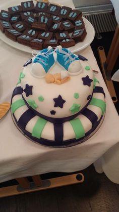 Eepi´s Cake - Linda - Poikamme ristiäiskakussa on välissä mustikka moussea ja vanilja moussea . Kuorrute ja koristeet sokerimassaa. - Aina on aihetta leipoa kakku -kilpailun satoa 15.4. - 16.6.2014 https://www.facebook.com/leivojakoristele