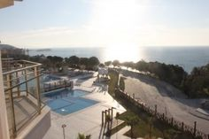 May 2016 - Ramada Suite, Kusadasi -   This delightful one bedroom Resale Apartment comes furnished and is situated in the superb Ramada Resort Hotel in Kusadasi. The property is in a fantastic location as it is located in the Long Beach district and is 18 km from the beautiful sandy beaches and the town of Kusadasi can be found just 15 minutes away. There are a number of beaches and beach clubs which are situated within walking distance.