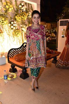 Look of the Day: Maliha Aziz - Sunday Shadi Dresses, Pakistani Formal Dresses, Pakistani Wedding Outfits, Pakistani Dress Design, Indian Dresses, Stylish Dresses, Fashion Dresses, Designer Party Wear Dresses, Party Dresses