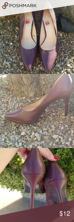 NWOT Jessica Simpson pointed toe heels Great plum colored pumps! Only worn once! Great for the work week! Jessica Simpson Shoes Heels