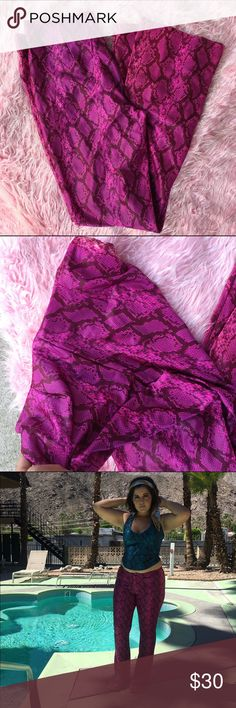 90s SNAKESKIN PANTS PINK SZ L STRETCHY MATERIAL Super cute pants :) Pants