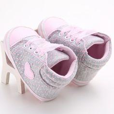 사랑스러운 아기 운동화 신생아 아기 침대 신발 소녀 유아 끈 부드러운 단독 신발