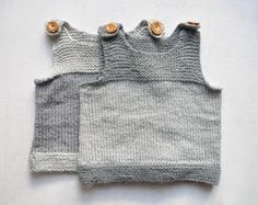 Baby Knitting Patterns For Kids ulma: baby seal warner Baby Knitting Patterns, Crochet Baby Sweater Pattern, Baby Sweater Patterns, Kids Knitting, Cardigan Bebe, Baby Cardigan, Knitted Baby Blankets, Knitted Hats, Pull Bebe