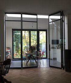 Zwarte stalen industri le binnen deuren en raam van het stalen deuren huys huis pinterest - Verriere dak ...