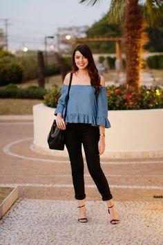 Look do dia com sandália de tiras, blusa ciganinha de jeans http://www.justlia.com.br/2015/09/look-do-dia-sandalia-de-tiras-lancamentos-da-guerlain/