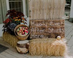 #ceremonyflowers#weddingflowers#happilyeveryafter#countrywedding#rusticwedding#bradfordgreenhouses