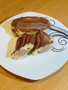 Eclairky plnené cokoladovym a karamelovym kremom Sweet Desserts, Pancakes, French Toast, Pudding, Baking, Breakfast, Food, Basket, Bread Making