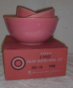 Vintage China Cookware Sets You Can Collection - Mbantool Vintage Bowls, Vintage Kitchenware, Vintage Dishes, Vintage Glassware, Vintage China, Vintage Pyrex, Pyrex Display, Pink Pyrex, Pink Dishes