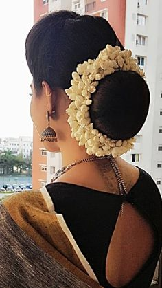 Hairstyles indian saree low buns 56 ideas for 2019 - Lange Haare Zopf Indian Hairstyles For Saree, Saree Hairstyles, Low Bun Hairstyles, Indian Wedding Hairstyles, Elegant Hairstyles, Bride Hairstyles, Headband Hairstyles, Medium Hair Styles, Curly Hair Styles