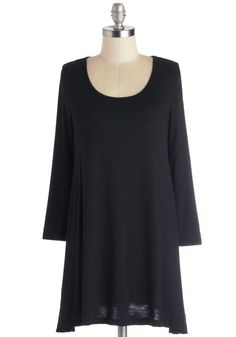 I love the simplicity of this tunic - it looks really comfortable and relaxed.  Great long haul trips, hospital stays or big family meals.  Would prefer it in a fine knit, in a range of deep and bright colours, but black works too.
