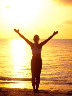Was steckt hinter dem Sonnengruß? Eine Abfolge mehrerer Übungen, die Körper und Geist aktivieren und Hunderte von Muskeln ansprechen soll. Eine Anleitung. #palmolivestimmungsmacher