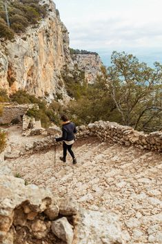 Winter-Wanderung zum Castell d'Alaró Grand Canyon, Places, Nature, Travel, Stone Stairs, Mountain Range, In Love, Naturaleza, Viajes