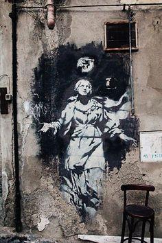 Street Art: Stencil by Banksy: Napoli - Centro Storico - Piazza dei Gerolomini Urban Street Art, 3d Street Art, Amazing Street Art, Street Artists, Murals Street Art, Street Art Graffiti, Mural Art, Banksy Art, Bansky