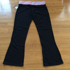 Black Yoga Pants sz L NWT Nice yoga pants new with tag. Black with colorful waist band. Fabric shown in pic. Rue 21 Pants