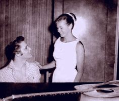 Elvis with a  fans in Lakeland ( Florida ) august 6 1956