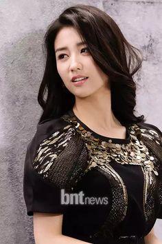 Korean Beauty Standards, Asian Woman, Asian Girl, Straight Eyebrows, Dong Yi, Korea Style, Korean Actresses, Korea Fashion, Flawless Skin