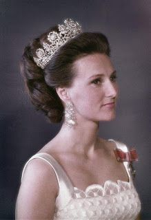 Queen Sonja of Norway (as Crown Princess) wearing Queen Josephine's Diamond Tiara, a sizable diadem of floral motifs and laurel wreaths depicted in diamonds and mounted in gold and silver. Royal Crowns, Royal Tiaras, Tiaras And Crowns, Royal Life, Royal House, Norwegian Royalty, Real Princess, Diamond Tiara, Casa Real