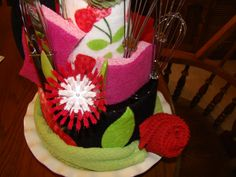 Kitchen Towel Cake close-up Kitchen Towel Cakes, Kitchen Towels, Dish Towel Crafts, Dish Towels, Bridal Shower Tea, Diy Gifts, Craft Ideas, Tea Towels, Diy Presents