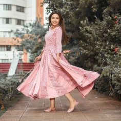 Happiness all around. Eidi on the auspicious day of Eid from Thank You Eid Mubarak To All Of You. Indian Star, Indian Teen, Indian Girls, Hd Wallpapers For Mobile, Mobile Wallpaper, Photo U, Photo Shoot, Child Actresses, Girl Photography Poses