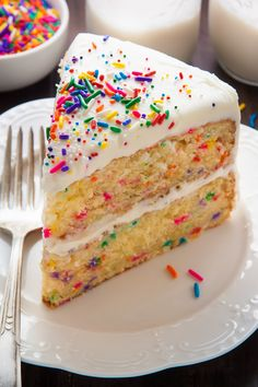 Two layers of brown butter funfetti cake slathered in homemade buttercream frosting! Friday calls for funfetti! With brown butter, 'cause we're fancy like that … Vanille Cupcakes, Funfetti Kuchen, Homemade Buttercream Frosting, Buttercream Cupcakes, Vegan Wedding Cake, Wedding Cakes, Cake Recipes, Dessert Recipes, Confetti Cake