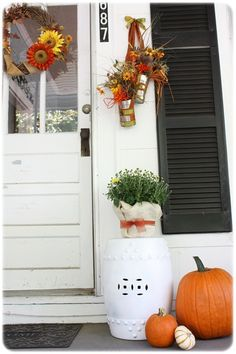 Fall Front Porch Decorating Ideas- I love those hanging cans with the fall flowers int hem! Tin Can Flowers, Fall Flowers, Hanging Flowers, Flower Vases, Autumn Decorating, Porch Decorating, Decorating Ideas, Flower Holder, Front Door Decor